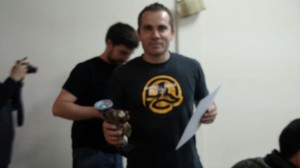 Matias tras recibir el trofeo